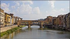 2016.09.12.203 FLORENCE - Ponte Vecchio (alainmichot93 (Bonjour à tous - Hello everyone)) Tags: 2016 italie italia toscane florence firenze nikon architecture larno fleuve pont ponte bridge pontevecchio habitation maison eau nikond5100