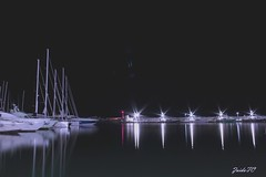LUNA NUEVA Y PLEAMAR (z@ri) Tags: canon canon1200d cambrils españa spain water agua eau puerto port boats barcos bateau night nuit light luz mar pescadores fishermen azul blue bleu soledad alone