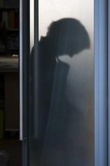 Humain, trop humain (Gerard Hermand) Tags: 1706028553 restauration restoration tablier apron dépoli frosted gerardhermand france paris eos5dmarkii canon atelier door glass homme man pane porte silhouette verre vitre workshop