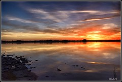 Una vez más, esa luz... (Jose Roldan Garcia) Tags: luz libre libertad laguna aire atardecer agua ocaso colores cielo contraluz mancha momentos paisaje humedal reflejos villafranca nubes naturaleza natural anochecer españa espejo