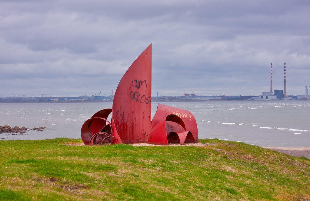 ANOTHER RED METAL THING [PUBLIC ART PHOTOGRAPHED 2008 BESIDE THE MARTELLO TOWER AT SEAPOINT]-129506