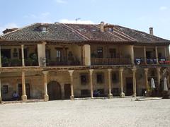 Plaza Mayor de Pedraza. Pedraza (Segovia) (Raquel fernández 2) Tags: pedraza turismo historia antigüedad arquitectura arquitecturamedieval edadmedia reinodecastilla sxiv
