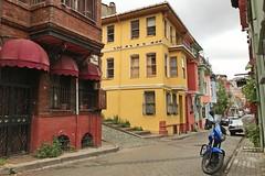 (yonca60) Tags: istanbul balat fener turkey street houses casa sokak colorfulhouses colorfulstreets