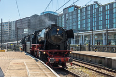 VSM 23 076 + 23 071 met Westfalendampf-Sonderzug, Amsterdam Centraal (Dennis te D) Tags: westfalendampf sonderzug lippstadt amsterdam amsterdamcentraal vsm veluwschestoomtreinmaatschappij 23071 23076 baureihe 23 tri trainrentalinternational 110428