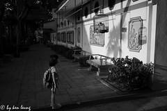 untitled (~kenlwc) Tags: leicam9p birdstreet monochrome street hk hongkong girl kid light shadow kenlwc kenleung blackwhite summilux35mmpreasph leica