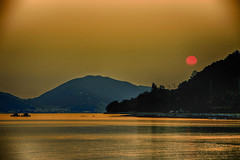 170/365 (Daegeon Shin) Tags: nikon d750 sigma 70200os 70200f28 sunset sun sky sol cielo sea mar isla island namhae corea korea 365 니콘 시그마 일몰 석양 황혼 태양 해 하늘 바다 물 agua water 섬 남해 경남 atardecer ocaso