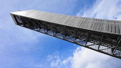 DSC07820 (villeveta) Tags: architecture arkitektur sony oslo norge norway backhoppning skijump holmenkollen flag flagga cloud moln sky himmel
