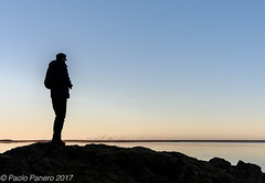 Watching the lake. ((Paolo P)) Tags: vatnajökull iceland lake silhouette sky water winter cold sunrise blue landscape blu alba freddo inverno acqua cielo lago islanda paesaggio jökulsárlón