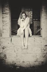 (Mishifuelgato) Tags: alicia cine mudo antiguo chapado sepia alicante preventorio nikon d90 50mm 18 photography portrait retrato fotografía ancient spain españa woman mujer photooftheday pickoftheday photoshoot pared wall window ventana ruins ruinas bw blancoynegro