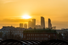 DSC_9588 (sergeysemendyaev) Tags: 2017 moscow russia москва россия sunset dusk sun city закат закатсолнца солнце сити архитектура architecture пейзаж городскойпейзаж landscape citylandscape музеон парк парккультуры muzeon park