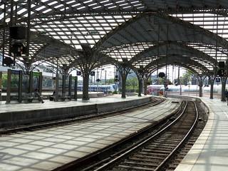 auf den Schienen- on rails