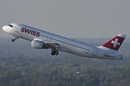HB-IJK / Airbus A320-214 / 596 / Swiss International Air Lines