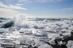 Sun, sea, sand and ice (rafpas82) Tags: iceland nature islanda sud south nikond7000 d7000 beach jokulsarlon ice ghiaccio sole sabbianera oceano oceanoatlantico atlantic sun black sunshine waves