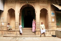 Mathura  street... पेड़ बूढ़ा ही सही, आँगन में लगा रहने दो, फल न सही, छांव तो देगा ……. #indiapictures  #storiesofindia  #indiaclicks  #india_gram  #india  #instagram  #ig_respect  #everydayeverywhere  #everydayindia  #people_and_world  #photo_storee_people (Anantpandey) Tags: portraitmood igrespect incredibleindia indiaclicks igglobalpeople peopleandworld everydayeverywhere culture indianphotography indiapictures streetphotographyindia portraitpage oneshot instagram photostoreepeople mypixeldiary barsana storiesofindia india indiagram natgeoyourshot portraitslife everydayindia