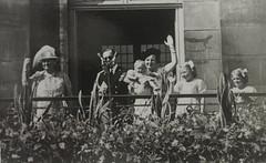1948 Vorstenhuis (Steenvoorde Leen - 4 ml views) Tags: vorstenhuis koninklijk huis koninklijke familie monochroom 1948 dynasty dynastie dinastia dutch netherlands hollanda niederlande ansichtkaart card karte family