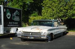 1960 Buick (Cragin Spring) Tags: illinois il midwest unitedstates usa unitedstatesofamerica sycamore sycamoreil sycamoreillinois bar vehicle buick olliesfrozencustard 1960 60s 1960buick white