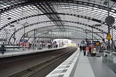 2017_Berlin_5787 (emzepe) Tags: 2017 május tavasz germany alemagne deutschland németország saksa berlin vasút railway eisenbahn állomás vasútállomás bahnhof gara gare station nádraží stanica
