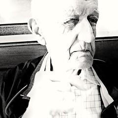 2016-07-06_03-29-23 (sofiabernini0) Tags: nonno grandad smile sorriso occhiolino viso ritratto primopiano biancoenero blackandwhite bw nonnino famglia hoana family love amore vecchio moderno sofiabernini