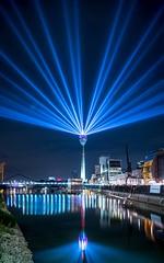 Düsseldorfer Medienhafen (Topal84) Tags: düsseldorf medienhafen langzeitbelichtung nacht wasser reflexionen spiegelung fernsehturm canon
