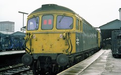 33106 with 4TC set at Reading, 4th April 1983 (colin9007) Tags: br brcw sulzer class 33 331 33106 4tc reading