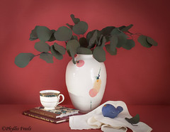 Still life with dried silver dollar in ceramic vase. (Phyllis Freels) Tags: phyllisfreels bird blue books ceramic coffee coffeecup driedsilverdollar green indoor leaf napkin silk stilllife tabletop vase white