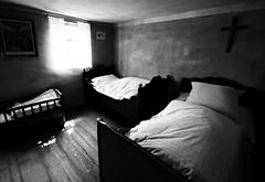 Nach getaner Arbeit - After Working Hours (Bernd Kretzer) Tags: schlafzimmer sleeping room betten beds freilandmuseum bad windsheim franken franconia schwarzweiss blackwhite sigma 1020mm 14056 ex dc hsm