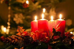 Advent wreath illuminated by candlelight (Cobe Dautay) Tags: advent wreath adventwreath candles christmas decoration celebration candlelight christmastime flame