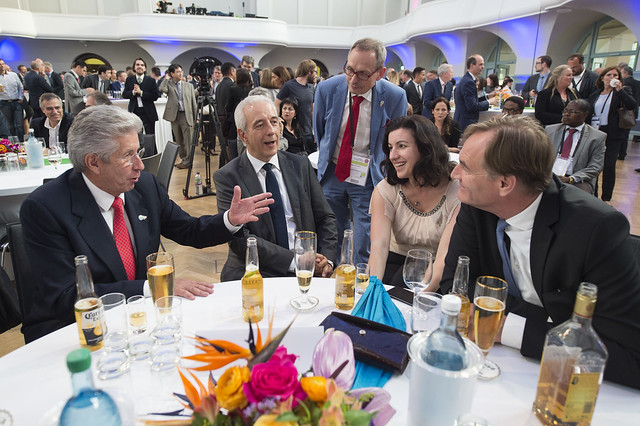 Gerardo Ruíz Espárza, Stanislaw Tillich, Dorothee Bär and Burkhard Jung enjoying the reception