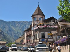 Leavenworth, Washington (Jasperdo) Tags: leavenworth washington roadtrip smalltown touristtown bavarianvillage building architecture
