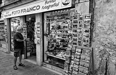 La syndrome Venetian #8 Photo Franco, souvenirs (Paolo Pizzimenti) Tags: venise syndrome italie voyage loin photo paolo olympus zuiko omdem1mkii 12mm f2 mirrorless m43 film pellicule argentique doisneau