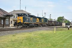 Csx 40-3 on a coal load. (Machme92) Tags: csx csxt conrail railroad railfanning railroads railfans rails coal nikon ohio emd sd403 sd40 trains trainrace tracks trees station