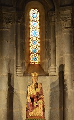La Mare de Déu de la Seu d'Urgell (s. XIII) a l' absidiola dins de l'absis central:  Catedral de Santa Maria de la Seu d'Urgell, Segle XII, Art Romànic. (heraldeixample) Tags: heraldeixample barcelona bcn spain espanya españa spanien catalunya catalonia cataluña catalogne catalogna catalunyaromanica romànic románico romanesque lleida lérida ilerda catedral cathedral urgell urgel laseu façana façade facade fachada front avant facciata tower torre arquitectura architecture architekture pensaernïaeth 架构 arkitektur architettura สถาปัตยกรรม arkitettura porta door puerta talla escultura sculpture virgen marededéu