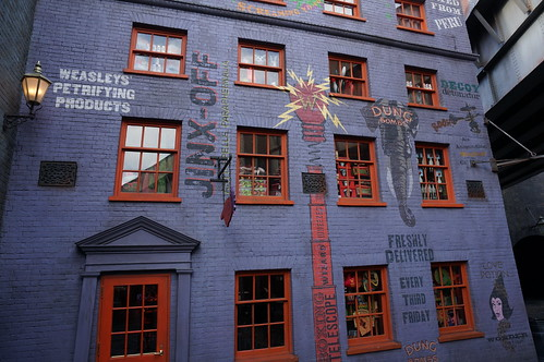 "Universal Studios, Florida: Diagon Alley • <a style=""font-size:0.8em;"" href=""http://www.flickr.com/photos/28558260@N04/34579363942/"" target=""_blank"">View on Flickr</a>"