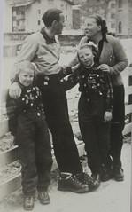 1947 Vorstenhuis (Steenvoorde Leen - 4 ml views) Tags: vorstenhuis koninklijk huis koninklijke familie monochroom 1947 zermatt dynasty dynastie dinastia dutch netherlands hollanda niederlande ansichtkaart card karte family
