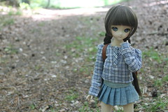A walk in the woods. (Ninotpetrificat) Tags: mdd dollfiedream dollfie volks muñeca puppe ddh10 denim dollclothes fashion handmade walk woods hobby cute kawaii toys japantoys japandoll doll pasear bosque asiandoll
