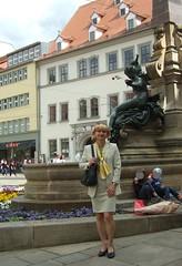Angerbrunnen (Marie-Christine.TV) Tags: feminine transvestite lady mariechristine tgirl tgurl secretary skirtsuit businesssuit courtshoes sekretärin pumps kostüm outdoor