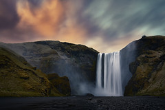Skogafoss Islande (EtienneR68) Tags: landscape cascade eau hills montagne mountain nature paysage water sunset waterfall skogafoss marque a7r2 a7rii sony pays iceland islande
