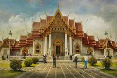 Wat Benchamabophit (The Marble Temple), Bangkok (ulli_p) Tags: asia art artofimages amazingcolours aworkofart awardtree buildings bangkok colours canoneoskissx5 exoticimage flickraward light likeapainting southeastasia thailand texture textured texturedphoto temple thaitemple watbenchamabophit