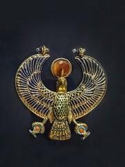 Falcon amulet from King Tutankhamun's tomb New Kingdom 18th Dynasty 1332-1323 BCE (mharrsch) Tags: falcon horus amulet jewelry gold kingtutankhamun tomb burial funerary newkingdom 18thdynasty 14thcenturybce egypt ancient pharaoh ruler monarch king discoveryofkingtut exhibit newyork mharrsch premierexhibits