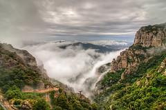Boira i nuvols - Cloudy and fog (McGuiver) Tags: canon canon7dmarkii tokina1224 wildlife landscape muntanyes montserrat catalunya cloudy fog nuvols nubes boira