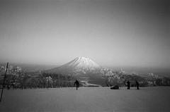 2017北海道二世古 (OuDong) Tags: ricoh gr1 28mm kodak tx400 bw japan niseko ski