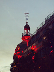 Printemps Haussman (kama17) Tags: printemps haussman paris toit nuit night epl1 rokkor olympus 43 rouge red sang blood