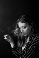 Noir Vibe (kARMAnschi) Tags: canon noir vintage smooke smooking smoke cigarette fumo sigarette blackandwhite black bnw 50mm girl portrait