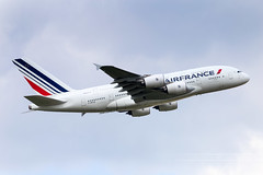 CDG - Airbus A380-861 (F-HPJG) Air France (Shooting Flight) Tags: aéropassion airport aircraft airlines aéroport airbus décollage departing takeoff trainrentré variopositif montéeinitiale photography photos parisroissycharlesdegaulle passage paris cdg lfpg 6d canon natw aviation avions jumbojet superjumbo a380 a380861 fhpjg airfrance