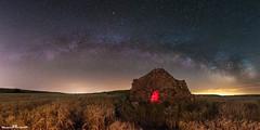 Una puerta hacia el cielo (www.jorgelazaro.es) Tags: lightpainting nocturna cielo milkyway cabañadevolta noche estrellas paisaje pedraseca milky víaláctea lleida catalunya españa es