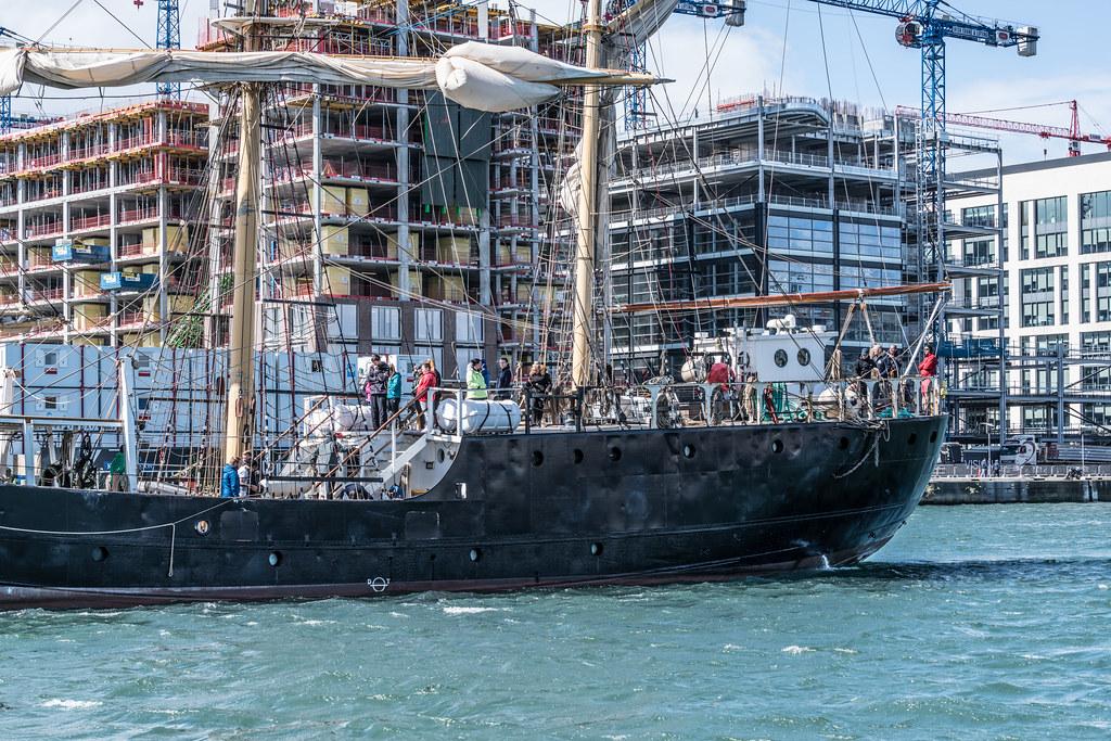 PELICAN OF LONDON [TALL SHIPS LEAVING DUBLIN PORT TUESDAY JUNE 6 2017]-129389