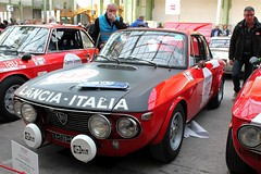 #137 Lancia Fulvia 1600 HF Fanalone 1970 (seb !!!) Tags: coupé coach italie italy italienne italian italia rouge red rosso rojo vermelho rot capot capô cappuccio capucha hood abzugshaube noir nero negro schwartz black preto 2017 auto automobile automovel automovil automobil canon 1100d cars course sportive anciennes ancienne old oldtimers populaire paris seb france voiture wagen car tour optic 2000 grand palais race racing competition photo picture foto image bild imagen imagem classique classic klassic chrome