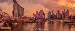 Dusk at Singapore's Marina Bay