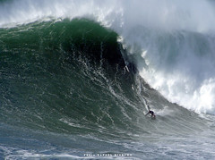 MICK CORBETT / 2445HKE (Rafael González de Riancho (Lunada) / Rafa Rianch) Tags: surf waves surfing olas sport deportes sea mer mar nazaré vagues ondas portugal playa beach 海の沿岸をサーフィンスポーツ 自然 海 ポルトガル heʻe nalu palena moana haʻuki kai olahraga laut pantai alam
