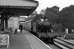 5526 rolls into Totnes station (Andrew Edkins) Tags: greatwestern 5526 prairie gwr tankengine totnes southdevonrailway travel trip devon england uksteam railwayphotography 2017 may summer people heritage preservedrailway geotagged canon platform railway station blackandwhite trees